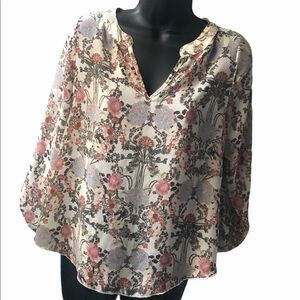 🌻 2/$25 Olive Tree Blouse Size S